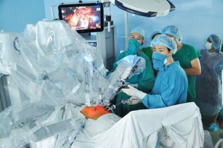 Bác sĩ Việt Nam: Làm chủ phẫu thuật bằng robot và nhiều kỹ thuật mới
