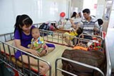 Hà Nội, Sài Gòn báo động sốt xuất huyết tăng mạnh