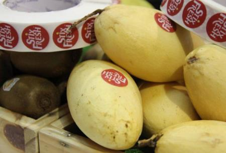 Chỉ cần dán nhãn này vào, trái cây sẽ giữ được lâu hơn 14 ngày, săn chắc, mọng nước và không bị mốc