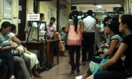 Các bà bầu chờ khám thai tại BV Phụ sản Hà Nội.