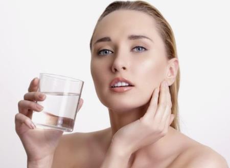 Uống nước sau khi thức dậy có lợi ích gì