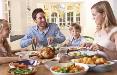 Mọi người nên ăn tối sớm hơn, đồng thời thực hành các hướng dẫn sống lành mạnh ngay từ bây giờ