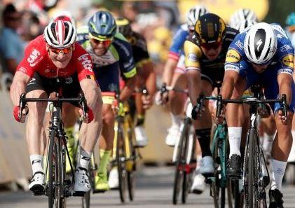 Choáng với lượng calo mà vận động viên ở Tour de France đốt cháy mỗi ngày: Bằng 30 bát cơm