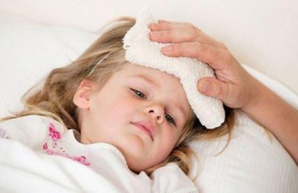 Khi trẻ bị sốt cao là dấu hiệu trẻ đang bị một bệnh nào đó. Ảnh minh họa