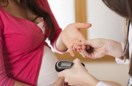 Phụ nữ mang thai cần kiểm tra đường huyết phát hiện sớm ĐTĐ thai kỳ.Ảnh minh họa