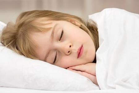 Trẻ khó phát triển chiều làm điều này trước khi ngủ