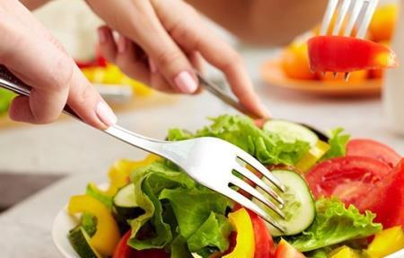 Bạn nên ăn uống không quá no, hơi đói sẽ có lợi cho sức khỏe...