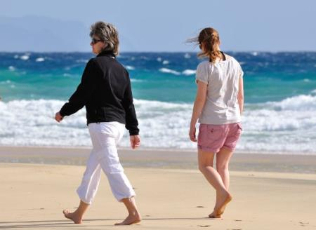 Thói quen đi bộ là một trong những vận động đơn giản nhưng mang lại hiệu quả cho những người bệnh tiểu đường.