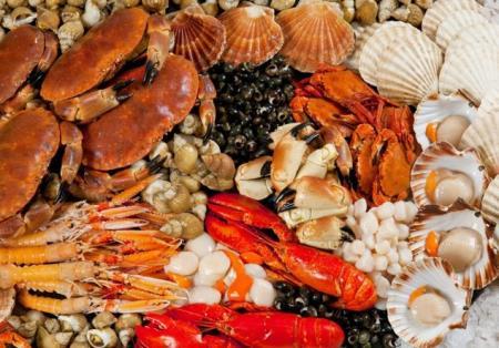 Các loại hải sản như nghêu, ngao, sò, tôm cua… đều có thể gây dị ứng.