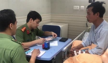 Bệnh nhân được làm hộ chiếu tại giường bệnh ẢNH: BỆNH VIỆN CUNG CẤP