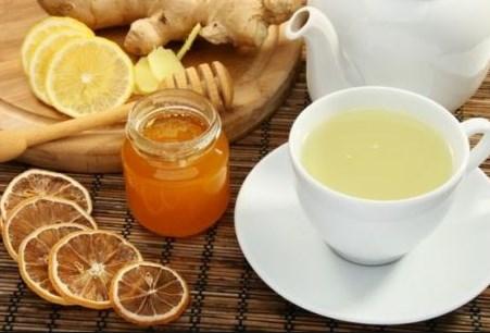 Gừng giúp làm sạch các chất độc khỏi cổ họng và đường hô hấp vì thế giúp giảm ho.