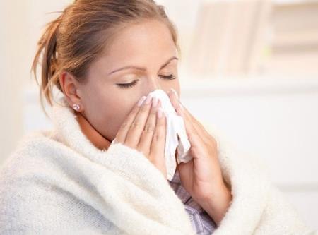 Các chuyên gia cho biết cảm lạnh và cúm (cúm) có thể có các triệu chứng tương tự, nhưng cúm là một căn bệnh nghiêm trọng hơn nhiều.Ảnh minh họa