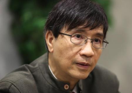 Giáo sư Yuen Kwok-yung trưởng khoa các bệnh truyền nhiễm tại Đại học Hongkong