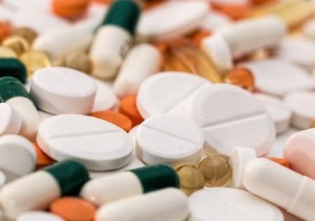 Các công ty dược phẩm đang kiếm được hàng tỷ đô la mỗi năm với giá cao hơn cho các loại thuốc kết hợp không hiệu quả hơn các loại thuốc riêng biệt. Ảnh minh họa