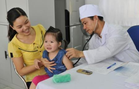 Tiêm vắc-xin là biện pháp hữu hiệu để phòng bệnh cho trẻ, trong đó có các bệnh cúm mùa.