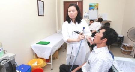 PGS An nội soi cho bệnh nhân.