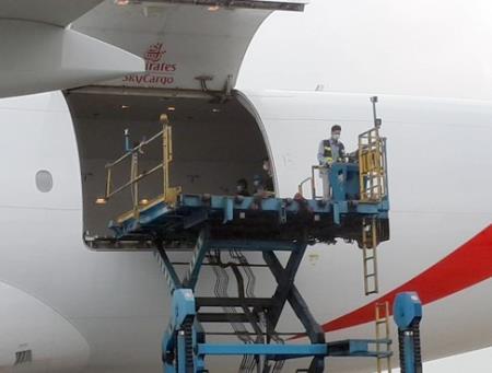 Chuyến bay chở lô vắc xin đầu tiên của Covax tới Việt Nam sáng nay. Ảnh: Vietnamnet
