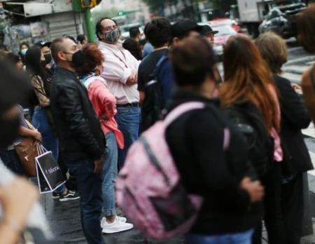 Người dân đeo khẩu trang tại thành phố Mexico, Mexico, ngày 4/6//2021. Ảnh: REUTERS