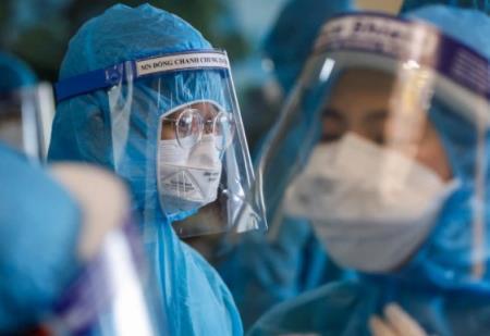 TP HCM đề nghị các bác sĩ về hưu, lực lượng y tế tư nhân để hỗ trợ điều trị, tư vấn về sức khỏe cho người dân - Ảnh Quang Vinh.