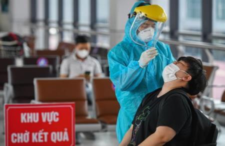 Lấy mẫu cho người dân về Hà Nội. Ảnh minh họa