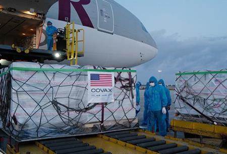 Hơn 2 triệu liều vaccine Covid-19 do Mỹ tài trợ tại sân bay Nội Bài, Hà Nội, hôm 10/7. Ảnh: VNE.