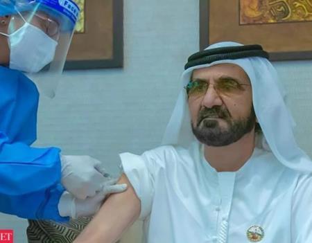 Thủ tướng UAE Mohammed bin Rashid Al Maktoum tiêm mũi vaccine của Sinopharm, tháng 11/2020 (Ảnh: Twitter)