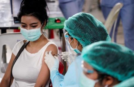 Tiêm trộn Sinovac-AstraZeneca - phác đồ vaccine ngừa Covid-19 chính ở Thái Lan. (Nguồn: Reuters)