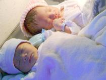 4 cháu vẫn nằm điều trị tại Bệnh viện Phụ sản Cà Mau (Ảnh: VNN)